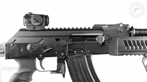 16. Aimpoint Micro H-1 установленный на АКМ.