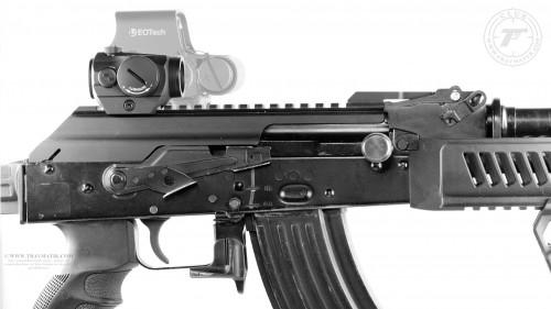17. Aimpoint Micro H-1 и EOTech XPS2 установленные на АКМ.
