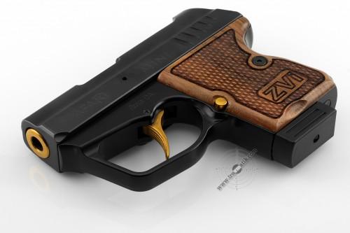 05. Травматический пистолет «SAFARI MINI» (САФАРИ МИНИ) . Позолота и орех.