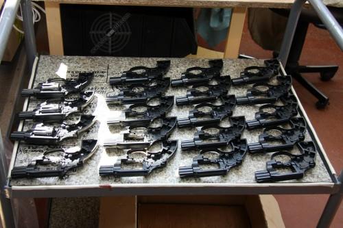 06. Револьверы под патрон Флобера на этапе установки барабанов.