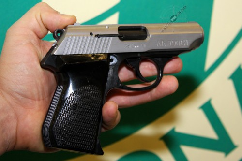 18. Пистолет AE-790GI, теперь с стальным затвором.